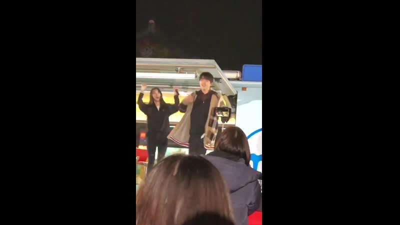 · Other · 190319 · Сандыль из B1A4 танцует под Windy Day во время специального тура MBC Starry Night Radio в Чонджу ·