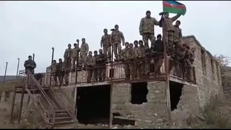Азербайджанские солдаты исполнили Гимн Азербайджана в освобожденном Лачыне