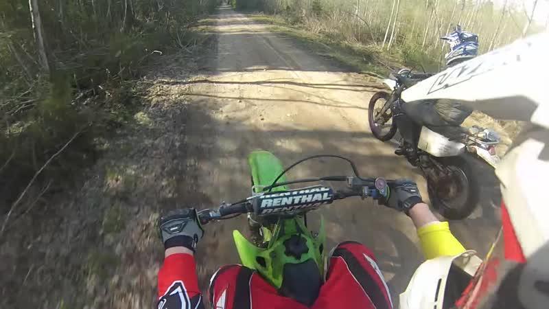 Покатушки на мотоциклах по лесу с двух камер