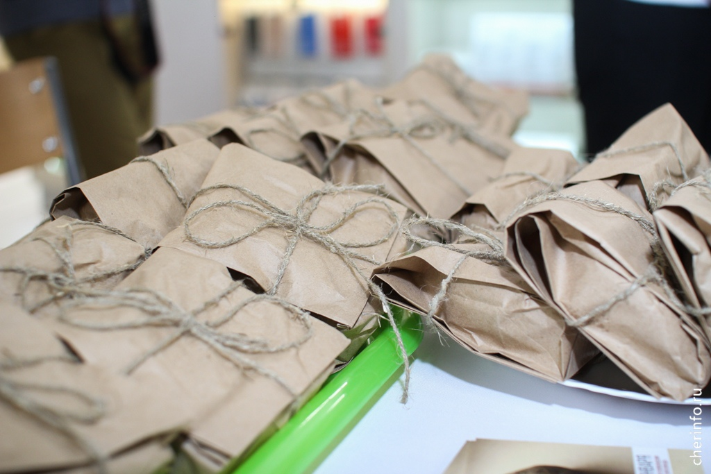 Сегодня втрех супермаркетах— «Июне» и«Макси» наПобеды, 200 иСталеваров, 55— череповчанам выдавали символические «блокадные» 125 граммов хлеба.