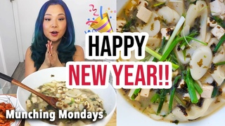 GIANT BOWL OF KOREAN RICE CAKE SOUP FOR THE NEW YEAR / 떡국 먹방 tteokguk mukbang