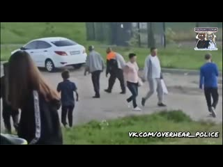 Школотроны из подмосковного поселка Подосинки избивают толпой прохожих