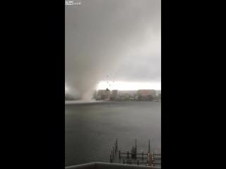 Грозный торнадо заставил понервничать жителей Флориды