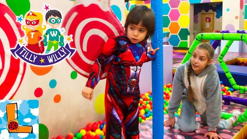Супер Герой, Зайка и Дракон играют в Тилли Вилли! Indoor Playground Family Fun for Kids! Luka Boss