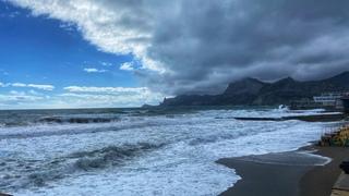 СУДАК сегодня. Мощный ШТОРМ смыл пляжи. Что творится на набережной Судака. КРЫМ 2021.