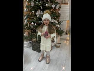 Новогоднее обращение президента страны маленьких принцесс-моделей Нерсисян Эллы