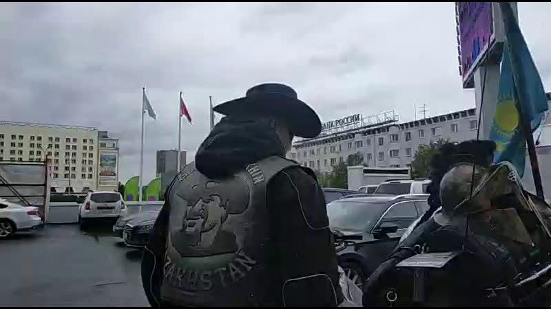 Путешественник из Казахстана Дмитрий Петрухин в Мурманске