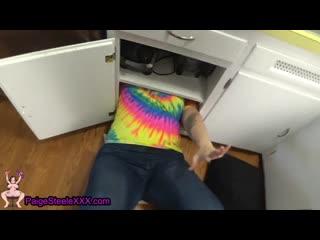 Пухленькая сестрена застряла в шкафчике и поэтому воспользовался случаем [Сок 18+]