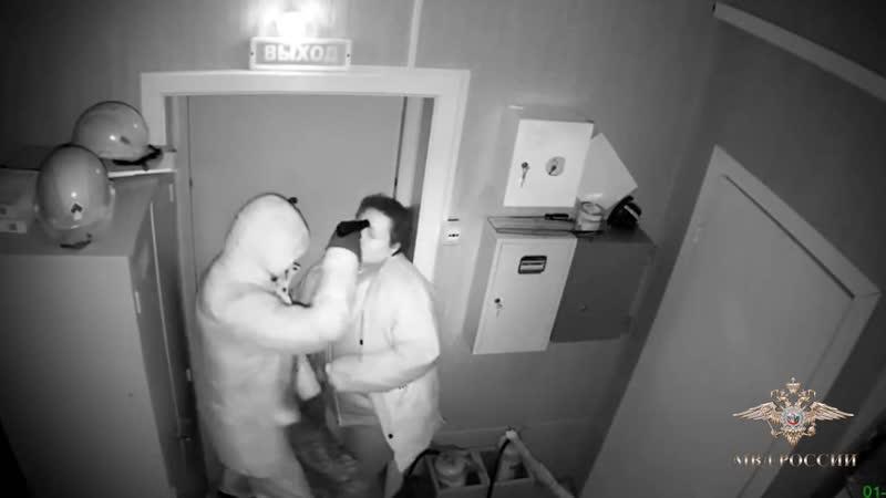 В Иркутске женщина-кассир и ее приятель инсценировали ограбление на АЗС